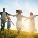 5 Cara Menikmati Hidup Bahagia Tanpa Harus Menunggu Kaya